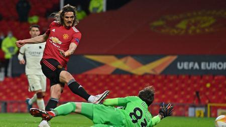 Edinson Cavani mencetak gol di Laga Liga Europa Manchester United vs AS Roma - INDOSPORT