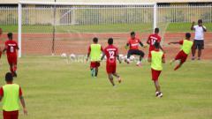 Indosport - Skuat Persipura Jayapura saat berlatih di Stadion Mandala.