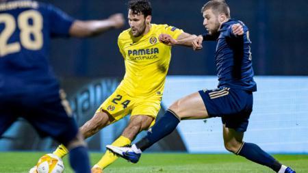 Bek Villarreal, Alfonso Pedraza (jersey kuning) yang jadi incaran Chelsea. - INDOSPORT