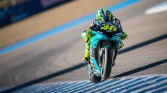 Indosport - Valentino Rossi saat balapan dengan Petronas Yamaha SRT