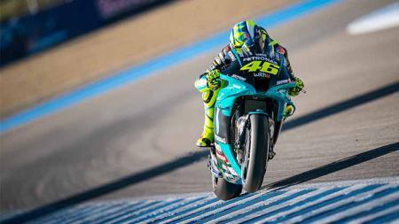 Kehadiran seri balapan MotoGP Indonesia di kalender musim depan membuat Valentino Rossi bisa menunda keputusannya untuk pensiun di ajang balap motor bergengsi - INDOSPORT