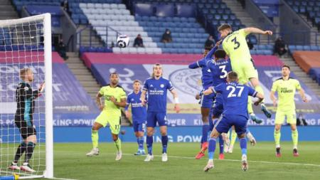Paul Dummett saat berhasil mencetak gol kedua Newcastle United atas Leicester City - INDOSPORT