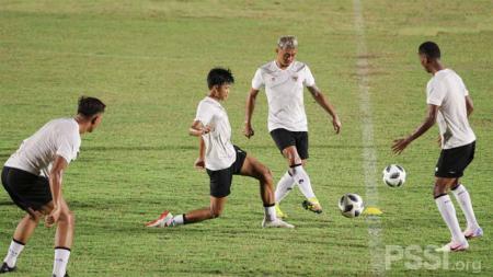 TC Timnas Indonesia di Stadion Madya Senayan. - INDOSPORT