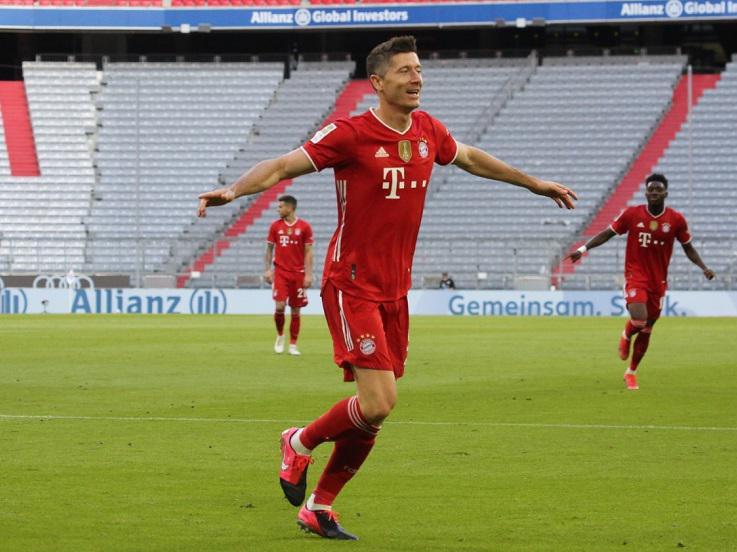 Selebrasi gol Robert Lewandowski di laga Bayern Munchen vs Borussia Monchengladbach Copyright: Twitter @FCBayernEN