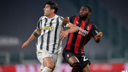 Alvaro Morata (Juventus) mendapat pengawalan ketat dari Fikayo Tomori (AC Milan). - INDOSPORT