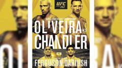 Indosport - Duel perebutan gelar juara kelas ringan Charles Oliveira vs Michael Chandler di UFC 262