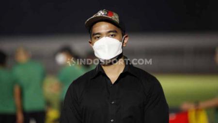 Kaesang Pangarep saat mengunjungi TC Timnas Indonesia Senior di Stadion Madya Senayan, Selasa (11/05/21). - INDOSPORT