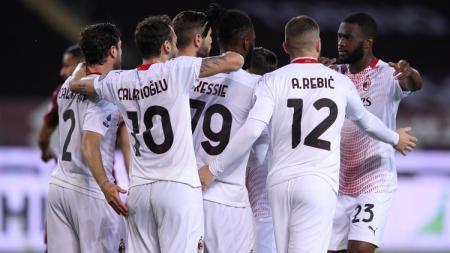 AC Milan membidik 3 pemain Chelsea sekaligus yakni Fikayo Tomori, Olivier Giroud, dan Hakim Ziyech. Akan seperti apa formasi Rossoneri jika 3 transfer itu terwujud? - INDOSPORT