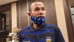 Indosport - Momen berkumpul dan silaturahmi bersama keluarga saat hari raya Idulfitri menjadi yang paling dinantikan oleh kapten tim Persib Bandung, Supardi Nasir.