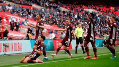 Indosport - Leicester merayakan gol ke gawang Chelsea dalam laga final Piala FA di Stadion Wembley, Minggu (16/05/21) dini hari WIB.