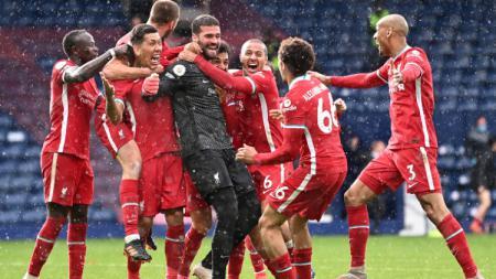 Pemain Liverpool Berselebrasi Usai Cetak Gol ke Gawang West Brown - INDOSPORT