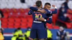 Indosport - Neymar dan Mbappe Berselebrasi Usai Cetak Gol Buat PSG