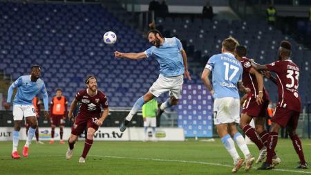 Fenomena masyarakat anti vaksin juga terjadi di antara pemain Serie A Italia yang mana disesali oleh FIGC. - INDOSPORT