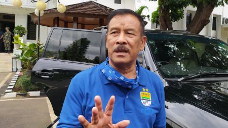 Komisaris PT Persib Bandung Bermartabat (PBB), Umuh Muchtar, memberikan tanggapan mengenai wacana dihapusnya sistem degradasi pada kompetisi Liga 1 2021. - INDOSPORT