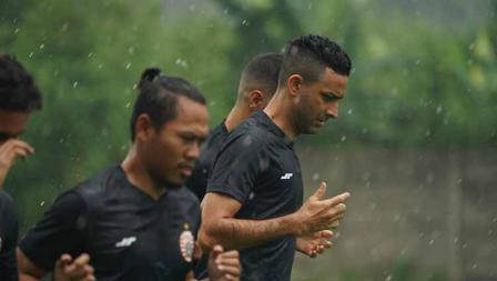 Palang pintu Otavio Dutra juga terlihat di latihan perdana Persija Jakarta jelang Liga 1 2021 di POR Sawangan, Kamis (20/05/21).