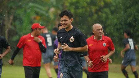 Latihan perdana Persija Jakarta jelang Liga 1 2021 di POR Sawangan, Kamis (20/05/21).