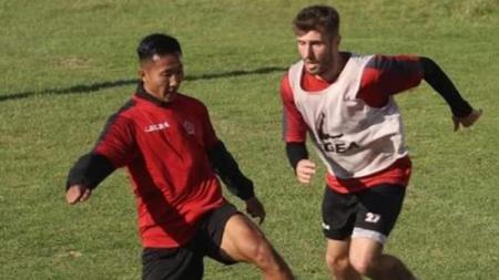 Pesepakbola Indonesia, Miftah Anwar Sani, saat berlatih bersama klub Liga Bosnia, FK Sloboda Tuzla. - INDOSPORT