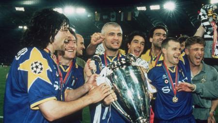 Pemain Juventus bersuka cita saat menjuarai Liga Champions usai mengalahkan Ajax Amsterdam di final. 22 Mei 1996. - INDOSPORT