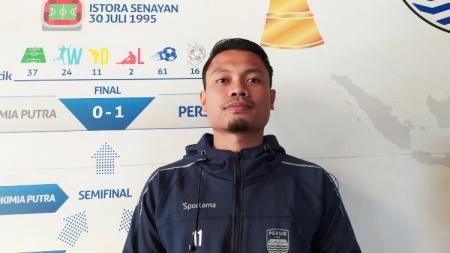 Gelandang tim Persib Bandung, Dedi Kusnandar saat ditemui di Graha Persib, Jalan Sulanjana, Kota Bandung, Sabtu (22/05/21).. - INDOSPORT