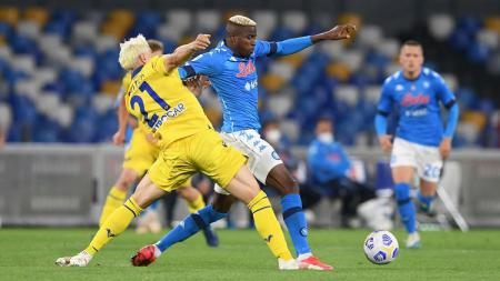Napoli harus bermain sama kuat melawan Verona pada lanjutan pekan ke-38 Liga Italia 2020-2021. - INDOSPORT