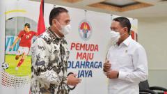Indosport - Ketua Umum PSSI melakukan rapat koordinasi dengan Menteri Pemuda dan Olahraga (Menpora) Zainudin Amali pada Senin (24/5) di kantor Kemenpora, Jakarta. Pertemuan ini membahas persiapan dan izin kompetisi Liga 1 dan 2 2021-2022.