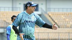 Indosport - Pelatih Persib, Robert Rene Alberts, belum tentukan pemain untuk bermain lawan Tira-Persikabo.