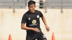 Indosport - Miftah Anwar Sani, yang dijuluki 'Son Heung-min' versi lokal, sudah bergabung dengan latihan Barito Putera.