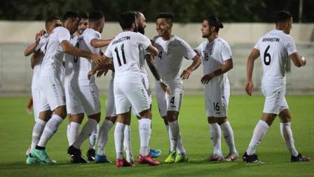 Para pemain Timnas Afghanistan merayak gol ke gawang Timnas Indonesia pada laga uji coba di Iranian Club Stadium, Dubai, Uni Emirat Arab (UEA), Selasa (25/05/21).