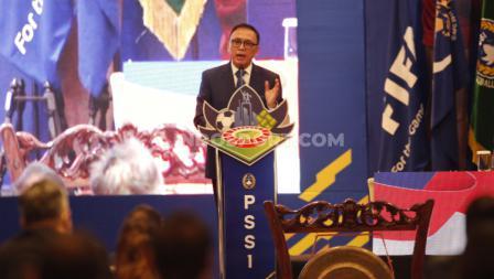 Ketum PSSI Mochamad Iriawan saat memberikan kata sambutan pada acara Kongres PSSI 2021 di Hotel Raffles, Jakarta, Sabtu (29/05/21).