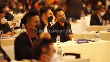 Pemilik klub Rans Cilegon Raffi Ahmad didampingi Darius Shinatrya menghadiri acara Kongres PSSI 2021 di Hotel Raffles, Jakarta, Sabtu (29/05/21).