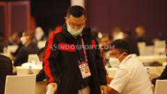 Indosport - Perwakilan Sriwijaya FC, Hendri Zainuddin hadir pada acara Kongres PSSI 2021 di Hotel Raffles, Jakarta, Sabtu (29/05/21).