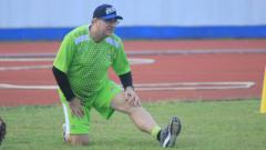 Indosport - Pelatih Persib, Robert Rene Alberts, saat memimpin latihan.