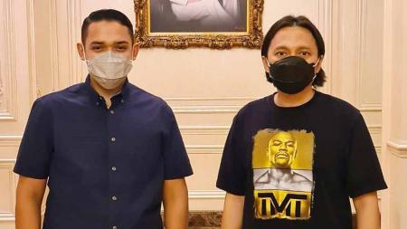 Presiden klub Persik Kediri, Abdul Hakim Bafakih menyambangi kediaman CEO PS Barito Putera, Hasnuryadi Sulaiman di Jakarta, Minggu (30/05/21) sore. - INDOSPORT