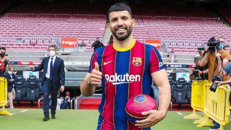 Imbas kedatangan Sergio Aguero dan Memphis Depay ke klub LaLiga Spanyol, Barcelona, Manchester United malah ketiban untung. - INDOSPORT
