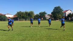 Indosport - Para pemain PSIS saat melakoni sesi latihan fisik.