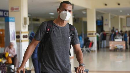 Pemain asing Persiraja asal Brasil, Leo Lelis, telah tiba di Banda Aceh, Sabtu (05/06/21) sore. - INDOSPORT