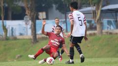 Indosport - Persita Tangerang saat menjalani laga uji coba dengan klub Liga 2.
