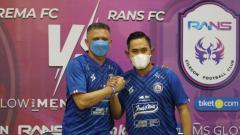 Indosport - Gilang Widya Pramana diangkat oleh direksi sebagai presiden klub Arema FC.
