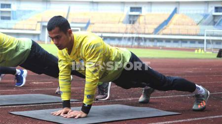 Kiper Persib, Dhika Bayangkara, dipinjamkan ke Persita Tangerang untuk Liga 1 2021. - INDOSPORT
