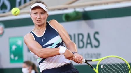 Petenis berperingkat 33 dunia, Barbora Krejcikova, berhasil memperpanjang tren setelah memastikan meraih gelar juara Grand Slam di ajang Prancis Terbuka. - INDOSPORT