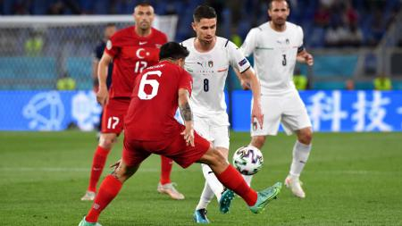 Aksi Jorginho di laga perdana Euro 2020, Turki vs Italia. - INDOSPORT