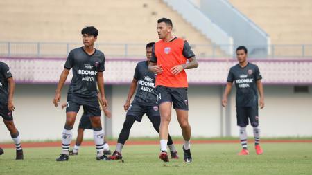 Tim Persita Tangerang saat menggelar latihan sebagai persiapan Liga 1 2021. - INDOSPORT
