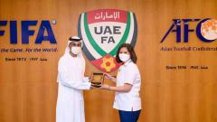 Indosport - Wakil Sekretaris Jenderal PSSI, Maaike Ira Puspita hari Minggu (13/06/21) kemarin melakukan pertemuan dengan Federasi Sepak Bola Uni Emirat Arab (UAE FA) di Dubai.