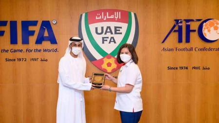 Wakil Sekretaris Jenderal PSSI, Maaike Ira Puspita hari Minggu (13/06/21) kemarin melakukan pertemuan dengan Federasi Sepak Bola Uni Emirat Arab (UAE FA) di Dubai. - INDOSPORT