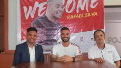 Indosport - Perkenalan Rafael Silva sebagai striker asing baru Madura United.