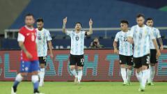 Indosport - Selebrasi Lionel Messi pasca mencetak gol ke gawang Chile.