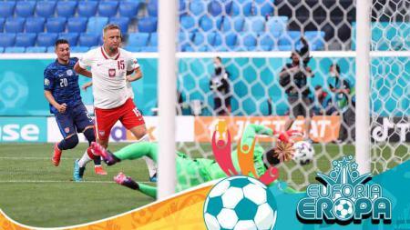 Proses gol bunuh diri Wojciech Szczesny di laga Polandia vs Slovakia. - INDOSPORT