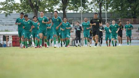 Pemain Persebaya berlatih di stadion gelora 10 November Surabaya. - INDOSPORT
