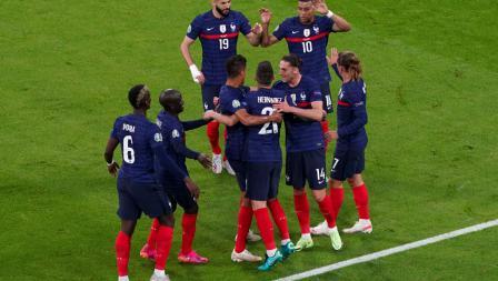 Para pemain Prancis merayakan gol ke gawang Jerman pada laga penyisihan Grup F Euro 2020, Rabu (16/6/21) dini hari WIB.