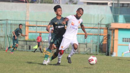 Laga uji coba Sriwijaya FC vs Tira Persikabo di Stadion Mini Cibinong, Bogor, Rabu (16/06/21). - INDOSPORT